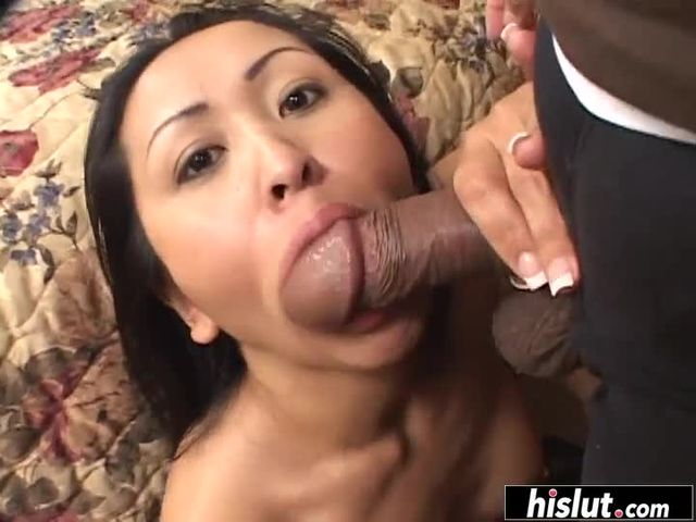 Asian hottie babe knows how to suck a dick